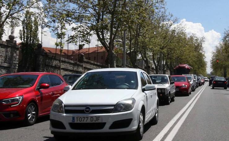 La fiesta en Madrid provoca el caos circulatorio en Segovia