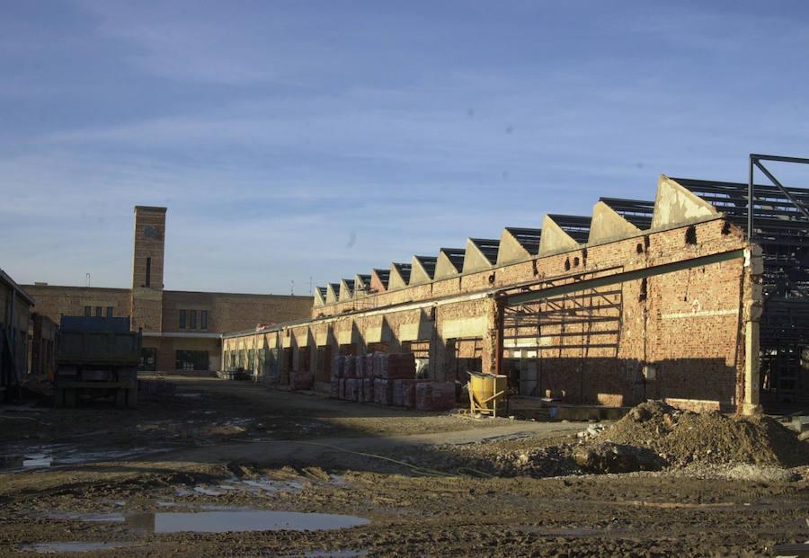 El campus se construyó de 1998 a 2002 con un coste de 18,7 millones