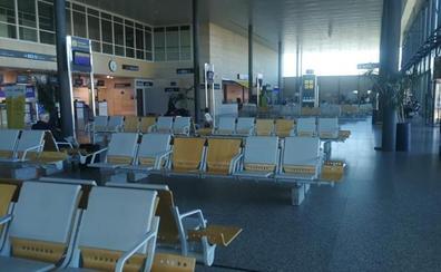 Ryanair desplaza a dos mecánicos desde Londres para resolver una avería del vuelo a Barcelona