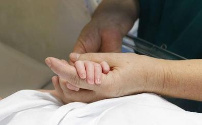 Casi la mitad de los niños que nacen en Castilla y León son de parejas no casadas