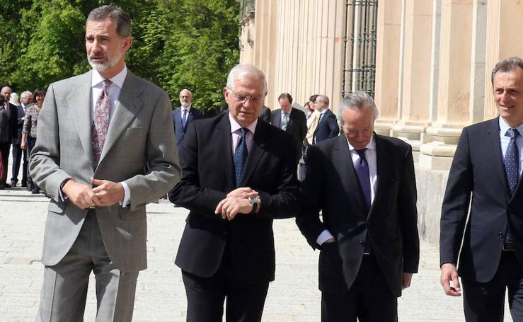 El Rey Felipe VI visita La Granja para presidir la reunión del Instituto Elcano