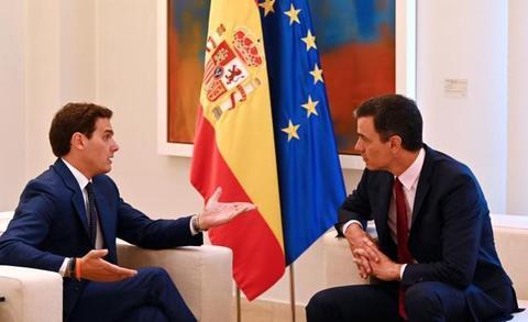 Rivera se presenta en la Moncloa como jefe de la oposición y niega su apoyo a la investidura