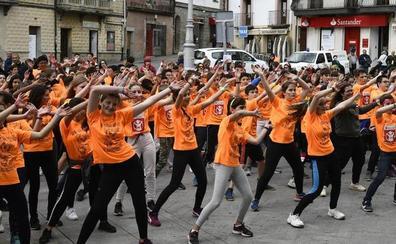 Los estudiantes de El Espinar sacan el deporte a las calles del municipio