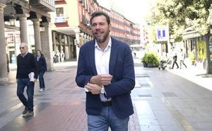 Puente festeja en campaña la permanencia del Pucela: «Un motivo más de orgullo para Valladolid»