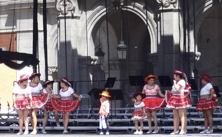 Danzas latinas en la Plaza Mayor de Valladolid
