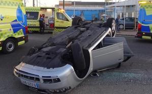 Herida grave una pareja al volcar el coche que conducía un hombre ebrio en el polígono de Argales de Valladolid
