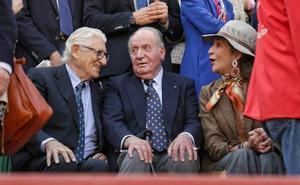 El Rey emérito Juan Carlos I disfruta de los toros en Valladolid