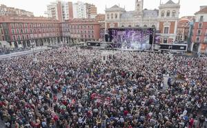 La orquesta Panorama pone a bailar a miles de personas en la Plaza Mayor de Valladolid