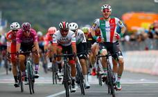Gaviria, ganador tras la descalificación de Viviani