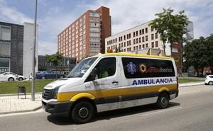 Un hombre de 78 años y una mujer de 75, heridos al volcar su coche en Herrera de Pisuerga