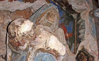 La Junta restaura la Virgen de la Piedad de la portada de Santa Eulalia