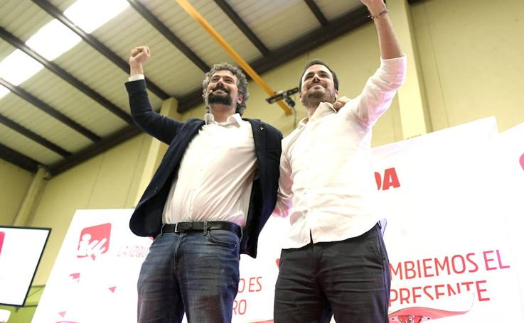 Alberto Garzón y José Sarrión en un mitin en Valladolid