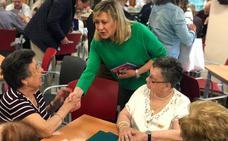 Pilar del Olmo visita el centro de mayores de Delicias
