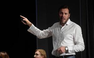 Puente busca desmontar su mote de 'alcalde de la nada' con 200 fotos de sus logros en Valladolid