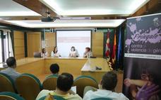 Una mesa redonda abre la campaña '¡Príngate contra la violencia de género!' en Carbajosa