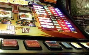 El fiscal le pide un año y medio de cárcel por robar 15,6 euros de una máquina en un bar de Osorno