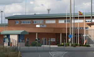 Un preso que intentó inundar su propia celda agrede a tres funcionarios en la cárcel de Segovia