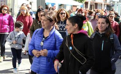 La enfermería de Segovia se reivindica en una caminata solidaria