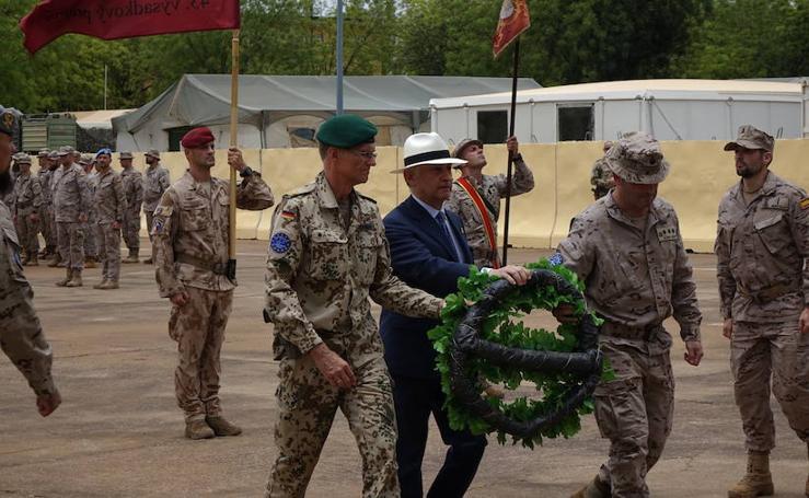 Entrega de medallas a los dos soldados españoles que repelieron el ataque yihadista a la base de Koulikoro, en Malí