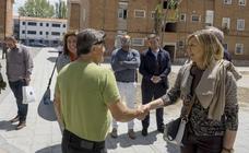 Pilar del Olmo visita el barrio de Pajarillos y el colegio Cristóbal Colón de Valladolid