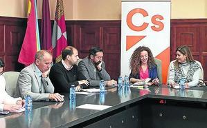 Otero acusa a Clara Luquero de no hacer nada contra la despoblación