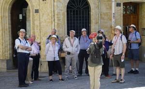 La campaña estival creará 5.000 trabajos vinculados al turismo, el ocio y el comercio