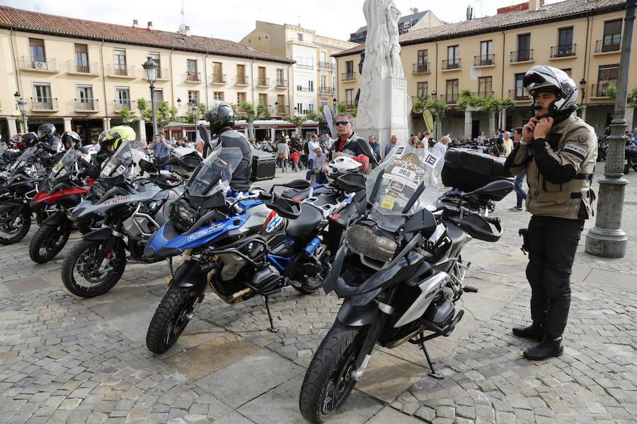 Palencia recibe a mil moteros de la ruta Punta a Punta