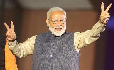 La revolución azafrán de India extiende el poder de Narendra Modi
