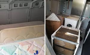 Reparte electrodomésticos sin licencia para una gran superficie ocultos entre colchones en Valladolid
