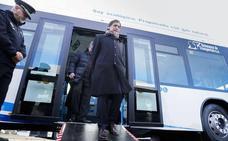 Carbayo se compromete a que ocho líneas del autobús urbano pasen por el nuevo hospital