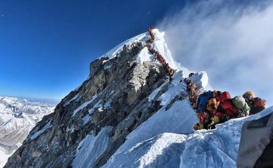 Atasco trágico en el Everest