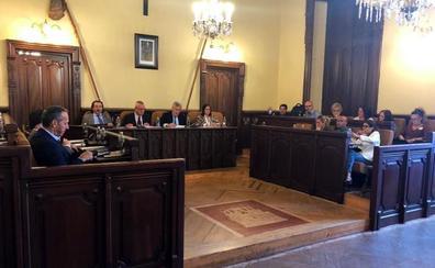 El alcalde de Ávila se despide de su mandato en el último pleno municipal, celebrado hoy