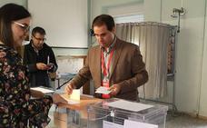 Los candidatos de Rioseco madrugan para votar