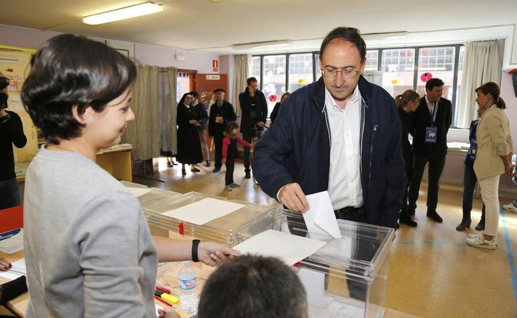 Votan los candidatos a la alcaldía de Palencia