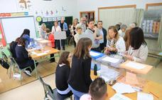 Los candidatos acuden a votar en Salamanca