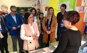 Los candidatos a la alcaldía de Ávila ejercen su derecho a voto