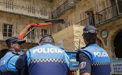 La justicia rechaza la demanda de la Fundación Francisco Franco contra la retirada del medallón de la Plaza Mayor