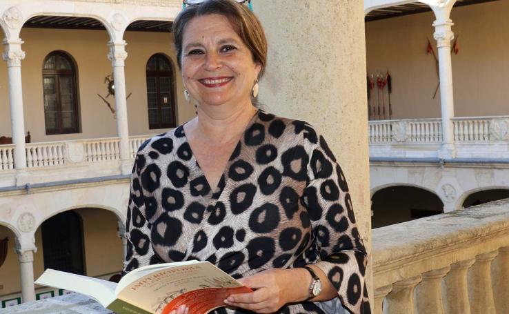 Mª Elvira Roca Barea en el Aula de Cultura de El Norte de Castilla
