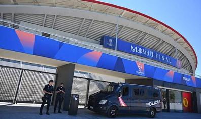 Los italianos detenidos en Segovia con entradas falsas tenían 39 sobres con el logo de la Champions