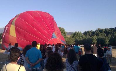 Rescatados los nueve ocupantes de un globo que se enganchó en un árbol cerca de Segovia