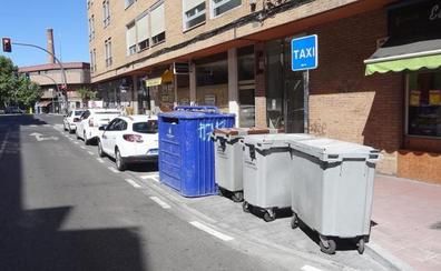 Cuatro contenedores acortan la nueva parada de taxis situada al borde de Luis Braille en Valladolid