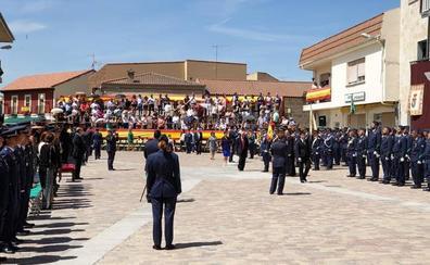 Más de 150 personas se comprometen de forma pública con la bandera en La Fuente de San Esteban