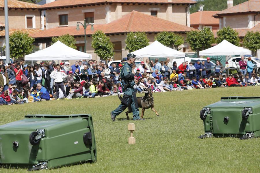 La Guardia Civil se abre a los vecinos de Saldaña en una exhibición