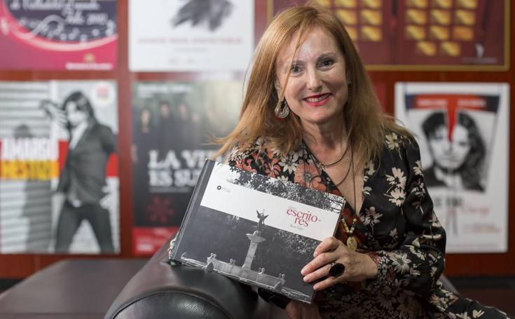 La fotógrafa Henar Sastre presenta el libro'Sobre escritores', una recopilación de 108 retratos de literatos que han visitado Valladolid