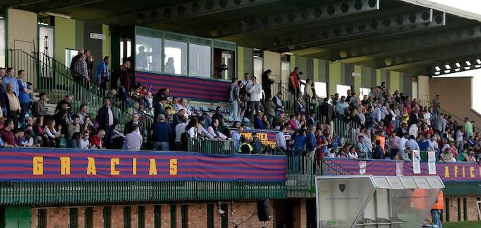 La Albuera añade dos gradas supletorias con 700 asientos para el 'play off' entre Segoviana y Villarrobledo