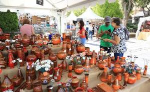 Una treintena de puestos participan en la Feria de Alfarería en Los Bandos