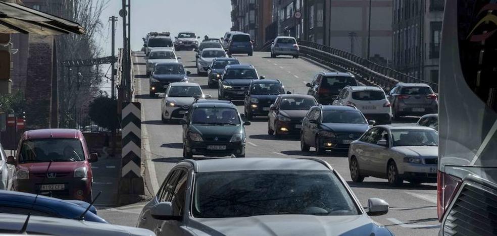 El punto negro del tráfico en Valladolid: Arco de Ladrillo, un viernes a las 14:10 horas