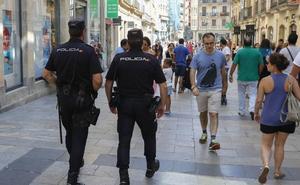 Roba en un bazar de Salamanca y le rompe el tabique nasal al propietario cuando salió tras él