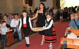 Los sexmos entregan su ofrenda a la patrona de la Tierra de Segovia