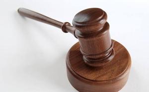 Dos hombres asumen dos años de cárcel por dar una paliza a otro y robarle